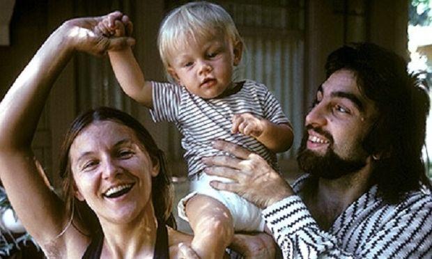 Αναγνωρίζετε το μωράκι; Είναι πασίγνωστος ηθοποιός και περιζήτητος εργένης