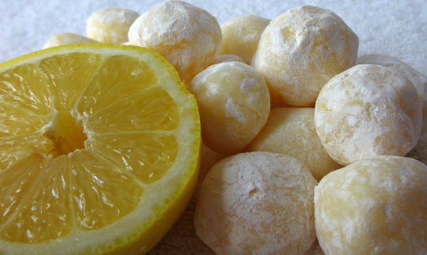 Απολαυστικά τρουφάκια λεμονιού και λευκής σοκολάτας με 5 υλικά