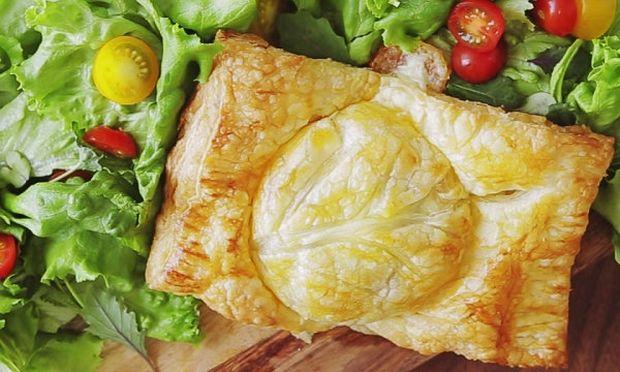 Πιτάκια γεμιστά με ζουμερά μπιφτέκια και τυρί (βίντεο)