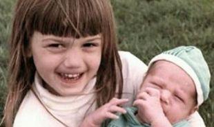 Διάσημη τραγουδίστρια ευχήθηκε χρόνια πολλά στον αδερφό της με αυτή τη φωτογραφία!