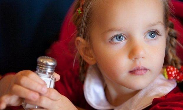 Γνωρίζετε ποια τρόφιμα που δίνετε στο παιδί σας κρύβουν πολύ αλάτι;
