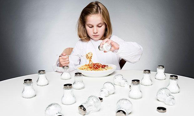 Σε ποιες τροφές «κρύβεται» το αλάτι και πώς θα το μειώσουμε στη διατροφή μας;
