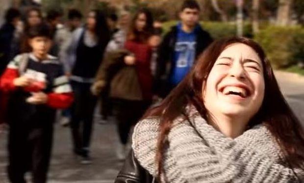 Γυναίκες όλου του κόσμου μας χαμογελούν παρά τις δυσκολίες που βιώνουν! (βίντεο)