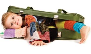Απίστευτο: Επιβάτης ταξίδευε με μωρό μέσα στη χειραποσκευή!