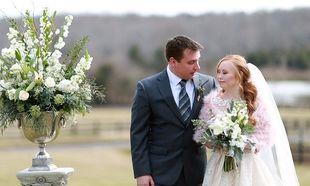 Μοντέλο με σύνδρομο Down ποζάρει ντυμένη νύφη (εικόνες)