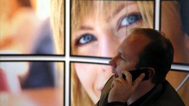 Αντιδράσεις για ενδεχόμενη πρόσθετη φορολόγηση των κινητών τηλεφώνων