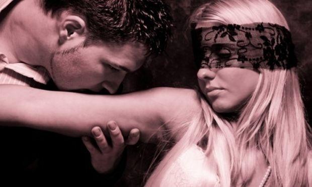 Σεξουαλικές φαντασιώσεις: Μπορώ να τις μοιραστώ με τον σύντροφό μου;
