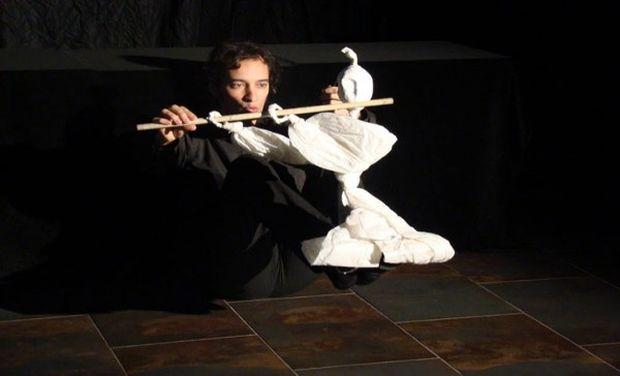 Ιδιαίτερα πλάσματα του Roberto White στο 3ο Διεθνές Φεστιβάλ Κουκλοθέατρου και Αφήγησης στην Αθήνα