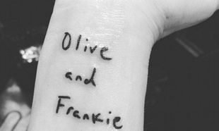 Πασίγνωστη ηθοποιός έκανε τατουάζ στο χέρι της, τα ονόματα των παιδιών της!