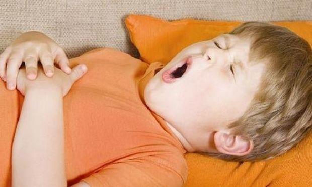 Πότε το ροχαλητό στα παιδιά και τους ενήλικες δεν είναι αθώο