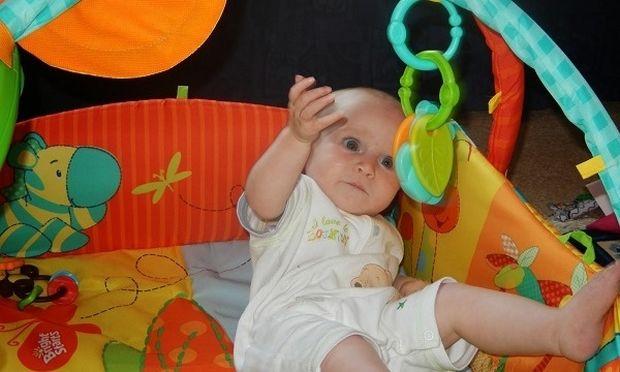 Ποια χρώματα διακρίνουν τα μωρά 3 μηνών;