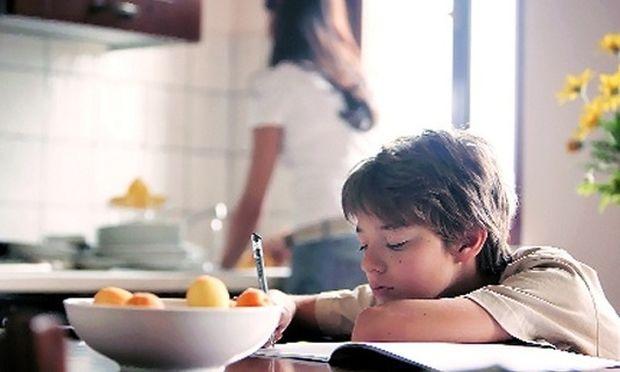 Ποιες τροφές δεν πρέπει να λείπουν από τη διατροφή των μαθητών που δίνουν εξετάσεις
