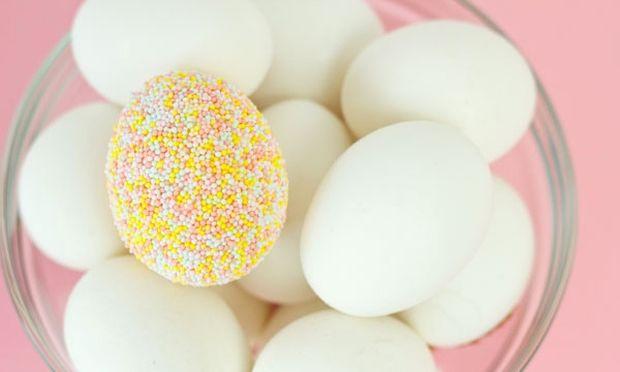 Διακοσμήστε τα πασχαλινά αυγά σας με πολύχρωμη τρούφα! (εικόνες)