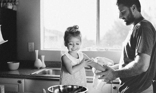 Ποιος είπε ότι οι μπαμπάδες δεν είναι σαν τις μαμάδες...