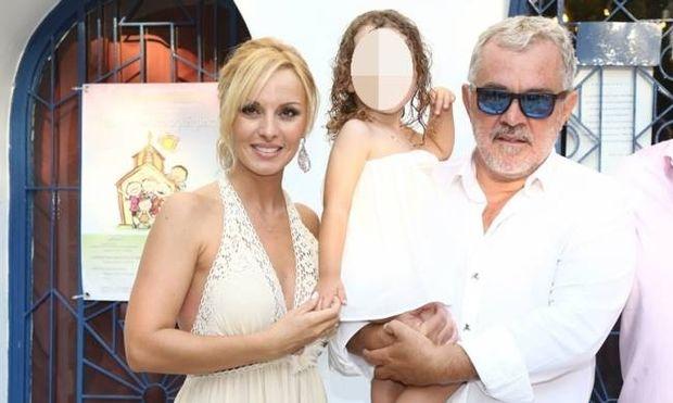 Πέγκυ Ζήνα-Γιώργος Λύρας: Δείτε πόσο μεγάλωσε η κόρη τους! (εικόνα)