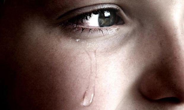 «Οι άντρες δεν κλαίνε!» Όταν οι γονείς εμποδίζουν τα συναισθήματα
