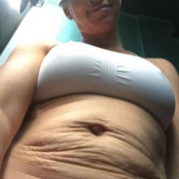 Το απόλυτο «τσαλάκωμα»: Η σταρ δε δίστασε να δείξει την πραγματική εικόνα του κορμιού της