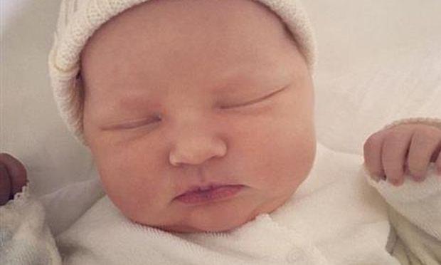 Γνωστή ηθοποιός μόλις γέννησε και μας συστήνει την κορούλα της