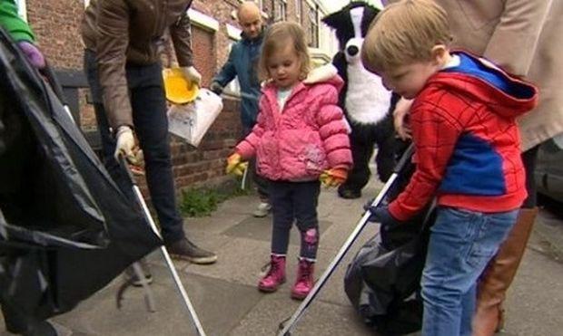 Ένα 3χρονο κοριτσάκι κινητοποίησε τους κατοίκους της γειτονιάς της με την πράξη της
