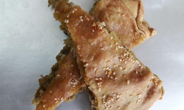 Συνταγή της μαμάς: Η πιο νόστιμη κοτόπιτα που έχετε φάει!