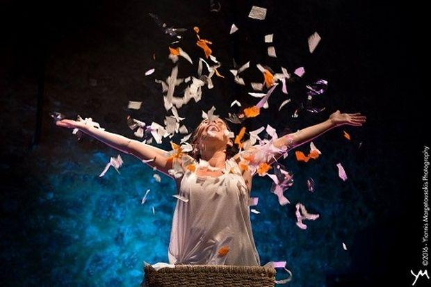 Μια παράσταση αφιερωμένη σε όλες τις μαμάδες: «Μισό λεπτάκι, έρχομαι», της Μαρίας Παυλοπούλου