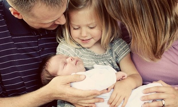 Ήρθε η στιγμή να γνωριστούμε: Νεογέννητο αδελφάκι στο σπίτι -Οδηγός «επιβίωσης» για μικρούς και μεγάλους