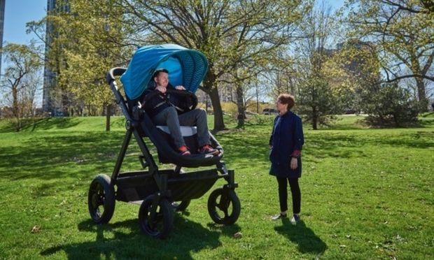 Καρότσι για ενήλικες: Εταιρία ζητά από γονείς να κάνουν ένα test ride! (εικόνες και βίντεο)