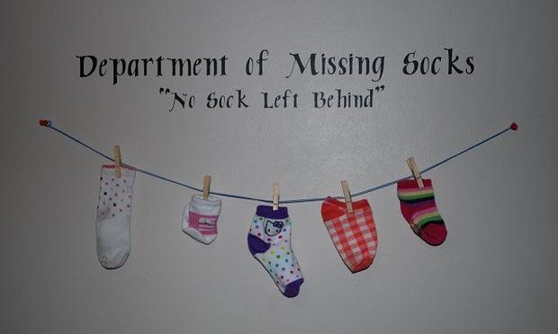 Χάνετε και εσείς κάλτσες μέσα από το πλυντήριο ρούχων; Αν ναι... δείτε που πάνε! (βίντεο)