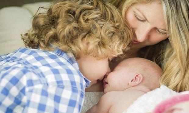 Γνωρίζοντας το μωρό σας στα μεγαλύτερα αδερφάκια του