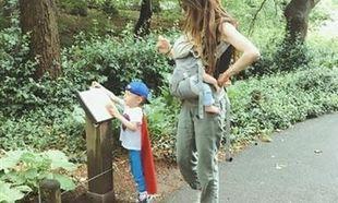 Σοφία Καρβέλα: Η βόλτα στο πάρκο με τους γιους της