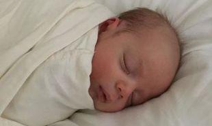 Η πιο γλυκιά φωτογραφία του γιου της την ώρα που κοιμάται, τρέλανε το διαδίκτυο!