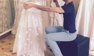Ελληνίδα παρουσιάστρια κάνει πρόβα νυφικού με φουσκωμένη κοιλίτσα!