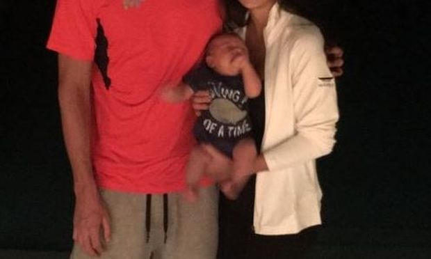 41 ημέρες μετά τη γέννηση του γιου τους φωτογραφίζονται οικογενειακώς!