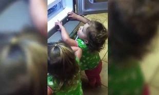 Όταν τα παιδιά ανακαλύπτουν τη «γοητεία» του ψυγείου (βίντεο)