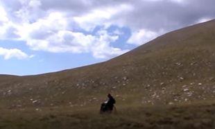 Δεν μπόρεσε να πάει με τα πόδια στην κορυφή του Ολύμπου-Θα το επιχειρήσει με το αναπηρικό του αμαξίδιο!