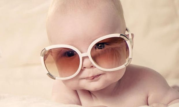 Χρειάζονται τα μωρά γυαλιά ηλίου  - Mothersblog.gr b6366d40723