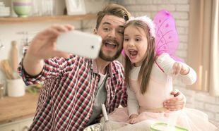 Ο πατέρας είναι αυτός που μαθαίνει τα …gadget στα παιδιά