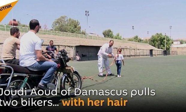 Είναι μόλις 10 χρονών και μπορεί να τραβήξει δύο μοτοσικλέτες με τα μαλλιά της!
