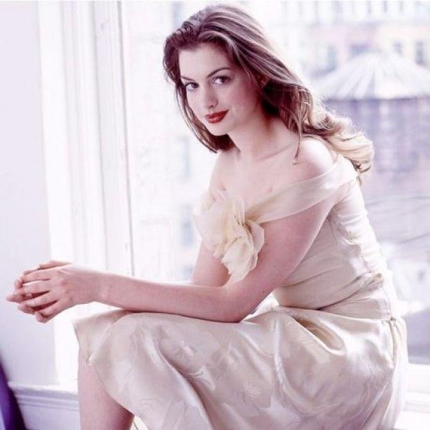 Την είχαμε χάσει: Η casual έξοδος της Anne Hathaway με το σύζυγό της