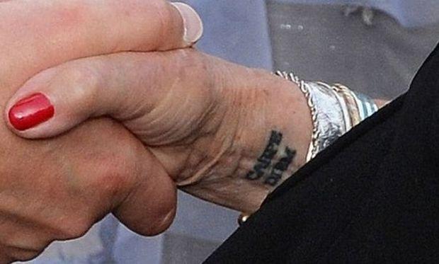 Γνωστή ηθοποιός απέκτησε τατουάζ σε ηλικία 81 ετών- Της το έκανε δώρο η κόρη της