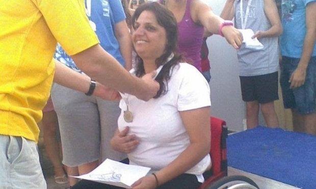 Η Μαρία είναι καθηλωμένη σε αναπηρικό αμαξίδιο- Θέλει να γίνει μικροβιολόγος για να βοηθήσει τους γονείς της