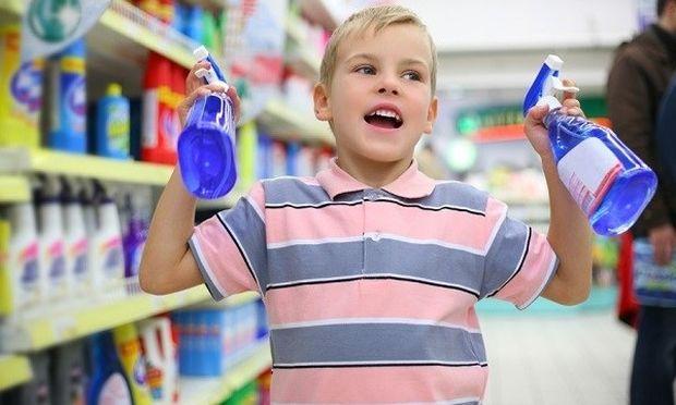 Παιδική δηλητηρίαση: Τι να κάνετε αν το παιδί σας καταπιεί κάποιο απορρυπαντικό-χημικό