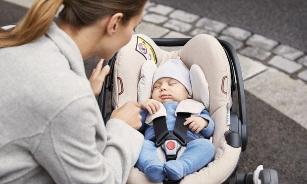 Stokke® iZi Go Modular™ της BeSafe®: Το ασφαλές και ελαφρύ κάθισμα αυτοκινήτου.