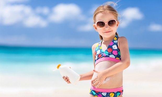 «Ποιο είναι το κατάλληλο αντηλιακό για το παιδί μου;»-5 προτάσεις για να μην ψάχνετε