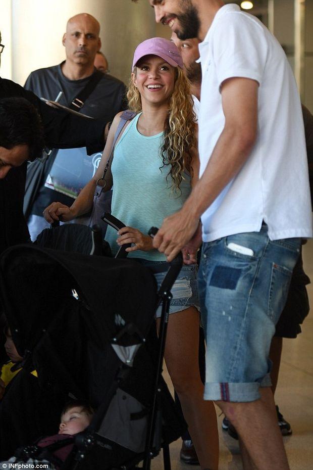 Η πιο... «normal» οικογένεια: Δείτε τις νέες φωτός της Shakira & του Pique και θα καταλάβετε