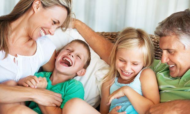 15 τρόποι να γελάσεις μαζί με τα παιδιά σου!