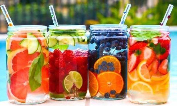 Detox water: 5 συνταγές για να χάσετε σταδιακά κιλά πίνοντας νερό