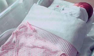 Ελληνίδα δημοσιογράφος: Η πρώτη φωτογραφία της κόρης της μέσα από το μαιευτήριο!