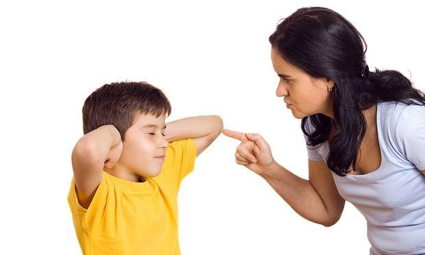 «Κανείς δεν σου δίνει το δικαίωμα να επιπλήττεις το δικό μου το παιδί»