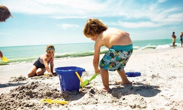 Από τι κινδυνεύουν τα παιδιά παίζοντας στην άμμο